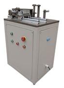 Автоматический станок для нанесения надреза на образцах для испытаний на ударную вязкость по Шарпи и Изоду.